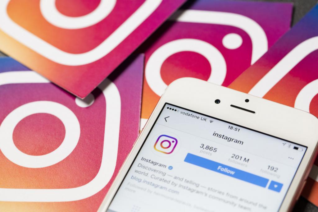fed3a76046fef Можно привести несколько простых и очень показательных примеров  использования социальной сети в бизнесе. Например, интернет-магазин одежды  от лучших молодых ...